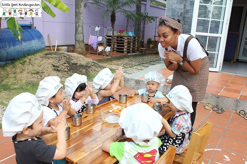 little foot kindergarten môi trường song ngữ